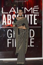 Karisma Kapoor at Sabyasachi Show Grand Finale at Lakme Fashion Week 2016 on 28th Aug 2016 (235)_57c5438fe4e9f.JPG