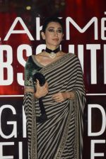 Karisma Kapoor at Sabyasachi Show Grand Finale at Lakme Fashion Week 2016 on 28th Aug 2016 (237)_57c543a6d182a.JPG