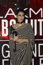 Karisma Kapoor at Sabyasachi Show Grand Finale at Lakme Fashion Week 2016 on 28th Aug 2016 (238)_57c543ad3f778.JPG