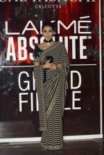Karisma Kapoor at Sabyasachi Show Grand Finale at Lakme Fashion Week 2016 on 28th Aug 2016 (240)_57c543c192b78.JPG