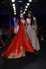 Karisma Kapoor walk the ramp for Architha Narayanam Show at Lakme Fashion Week 2016 on 28th Aug 2016  (10)_57c541a40a45c.JPG