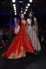 Karisma Kapoor walk the ramp for Architha Narayanam Show at Lakme Fashion Week 2016 on 28th Aug 2016  (11)_57c541a92ca44.JPG