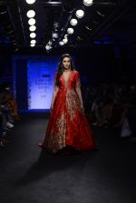 Karisma Kapoor walk the ramp for Architha Narayanam Show at Lakme Fashion Week 2016 on 28th Aug 2016  (2)_57c5418a8b652.JPG