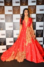 Karisma Kapoor walk the ramp for Saroj Jalan Show at Lakme Fashion Week 2016 on 28th Aug 2016  (70)_57c541c8877a9.JPG