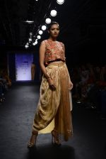 Model walk the ramp for Architha Narayanam Show at Lakme Fashion Week 2016 on 28th Aug 2016  (10)_57c541cd5aca0.JPG