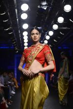 Model walk the ramp for Architha Narayanam Show at Lakme Fashion Week 2016 on 28th Aug 2016  (14)_57c541e9164dd.JPG