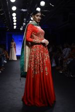Model walk the ramp for Architha Narayanam Show at Lakme Fashion Week 2016 on 28th Aug 2016  (28)_57c5426629eab.JPG