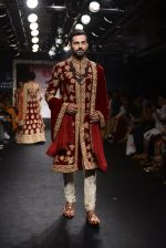 Model walk the ramp for Saroj Jalan Show at Lakme Fashion Week 2016 on 28th Aug 2016  (11)_57c541fd45d60.JPG