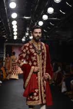 Model walk the ramp for Saroj Jalan Show at Lakme Fashion Week 2016 on 28th Aug 2016  (12)_57c5420281245.JPG