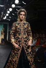 Model walk the ramp for Saroj Jalan Show at Lakme Fashion Week 2016 on 28th Aug 2016  (26)_57c54297468bc.JPG