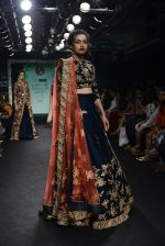 Model walk the ramp for Saroj Jalan Show at Lakme Fashion Week 2016 on 28th Aug 2016  (28)_57c542aada4ae.JPG
