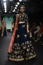 Model walk the ramp for Saroj Jalan Show at Lakme Fashion Week 2016 on 28th Aug 2016  (30)_57c542c665fd0.JPG