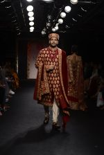 Model walk the ramp for Saroj Jalan Show at Lakme Fashion Week 2016 on 28th Aug 2016  (4)_57c541dd8406a.JPG