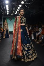 Model walk the ramp for Saroj Jalan Show at Lakme Fashion Week 2016 on 28th Aug 2016  (27)_57c5429fabd37.JPG