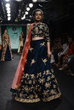 Model walk the ramp for Saroj Jalan Show at Lakme Fashion Week 2016 on 28th Aug 2016  (31)_57c542d823ecb.JPG