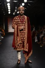Model walk the ramp for Saroj Jalan Show at Lakme Fashion Week 2016 on 28th Aug 2016  (5)_57c541e1424a5.JPG