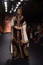 Model walk the ramp for Saroj Jalan Show at Lakme Fashion Week 2016 on 28th Aug 2016  (8)_57c541ee4a3ad.JPG