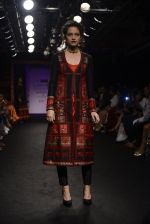 Model walk the ramp for Sumona Parekh Show at Lakme Fashion Week 2016 on 28th Aug 2016 (44)_57c540e7a8c06.JPG