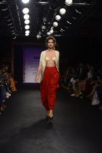 Model walk the ramp for Sumona Parekh Show at Lakme Fashion Week 2016 on 28th Aug 2016 (54)_57c54126ec5d7.JPG