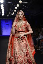 Radhika Apte walk the ramp for Saroj Jalan Show at Lakme Fashion Week 2016 on 28th Aug 2016  (81)_57c542e26986f.JPG