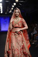 Radhika Apte walk the ramp for Saroj Jalan Show at Lakme Fashion Week 2016 on 28th Aug 2016  (82)_57c542efd93ee.JPG