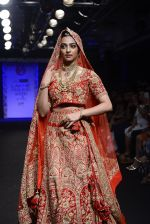 Radhika Apte walk the ramp for Saroj Jalan Show at Lakme Fashion Week 2016 on 28th Aug 2016  (83)_57c542fab632f.JPG