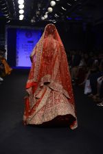Radhika Apte walk the ramp for Saroj Jalan Show at Lakme Fashion Week 2016 on 28th Aug 2016  (84)_57c54302c0d20.JPG