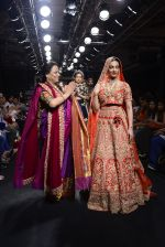 Radhika Apte walk the ramp for Saroj Jalan Show at Lakme Fashion Week 2016 on 28th Aug 2016  (86)_57c5431a1fc76.JPG