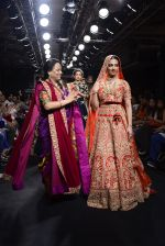 Radhika Apte walk the ramp for Saroj Jalan Show at Lakme Fashion Week 2016 on 28th Aug 2016  (87)_57c543254657c.JPG