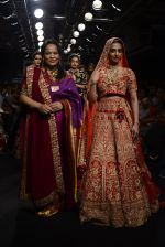 Radhika Apte walk the ramp for Saroj Jalan Show at Lakme Fashion Week 2016 on 28th Aug 2016  (91)_57c54350251fd.JPG