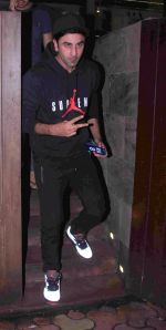 Ranbir Kapoor snapped in Bandra on 29th Aug 2016 (16)_57c5508dc0c97.JPG