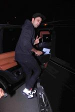 Ranbir Kapoor snapped in Bandra on 29th Aug 2016 (23)_57c5509cc3124.JPG