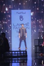 Ranbir Kapoor walk the ramp for Kunal Rawal Show at Lakme Fashion Week 2016 on 28th Aug 2016 (692)_57c54909bcc03.JPG