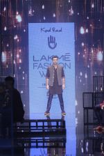 Ranbir Kapoor walk the ramp for Kunal Rawal Show at Lakme Fashion Week 2016 on 28th Aug 2016 (694)_57c5491b70150.JPG