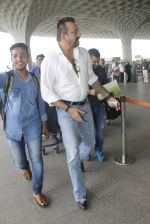 Sanjay Dutt snapped at airport on 30th Aug 2016 (21)_57c5593d4b10f.JPG