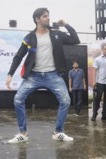 Sidharth Malhotra at iit powai for marathon on 29th Aug 2016 (13)_57c54aa497202.JPG