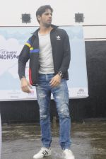Sidharth Malhotra at iit powai for marathon on 29th Aug 2016 (8)_57c54a8b44e11.JPG