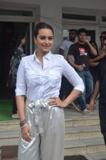 Sonakshi Sinha promote Akira in Mumbai on 28th Aug 2016 (13)_57c543049c20d.JPG