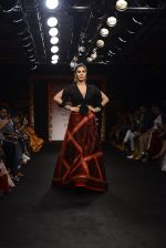 Sophie choudry walk the ramp for Sumona Parekh Show at Lakme Fashion Week 2016 on 28th Aug 2016 (38)_57c540f4dcf7b.JPG