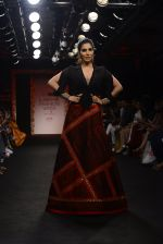 Sophie choudry walk the ramp for Sumona Parekh Show at Lakme Fashion Week 2016 on 28th Aug 2016 (39)_57c540fbb990e.JPG