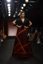Sophie choudry walk the ramp for Sumona Parekh Show at Lakme Fashion Week 2016 on 28th Aug 2016 (40)_57c54101a1ff3.JPG