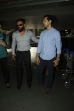 Sunil Shetty, Dino Morea snapped at airport on 29th Aug 2016 (1)_57c549795947a.JPG