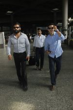 Sunil Shetty, Dino Morea snapped at airport on 29th Aug 2016 (4)_57c549c50fb50.JPG