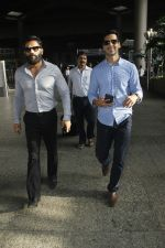 Sunil Shetty, Dino Morea snapped at airport on 29th Aug 2016 (5)_57c5498b053ca.JPG