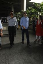 Sunil Shetty, Dino Morea snapped at airport on 29th Aug 2016 (6)_57c549cb248df.JPG