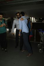 Sunil Shetty, Dino Morea snapped at airport on 29th Aug 2016 (7)_57c549cf55736.JPG