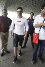 Varun Dhawan snapped at airport on 30th Aug 2016 (39)_57c5594c56b8a.JPG