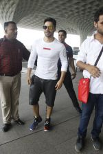 Varun Dhawan snapped at airport on 30th Aug 2016 (47)_57c5595b24bb8.JPG