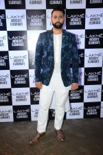 at Sabyasachi Show Grand Finale at Lakme Fashion Week 2016 on 28th Aug 2016 (44)_57c543de2fe87.JPG