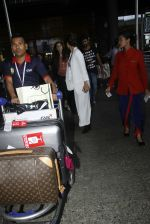 Malaika Arora Khan snapped at airport on 30th Aug 2016 (31)_57c68190bc5e6.JPG